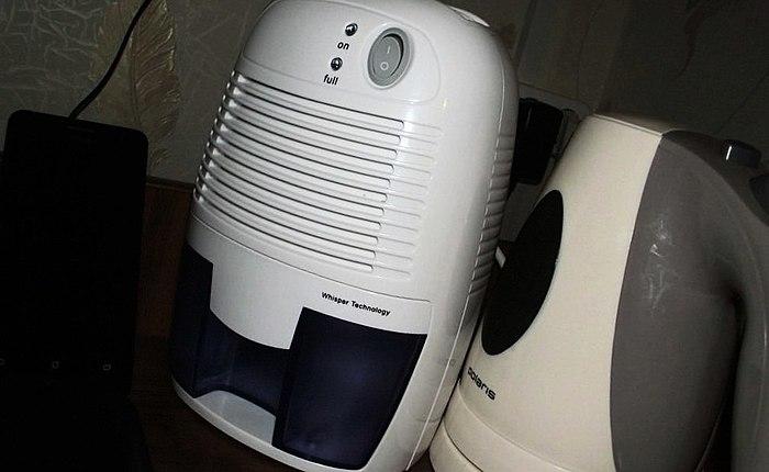Lukten av fukt... Natten misted på morgonen och gråter till fönstret... Hög luftfuktighet i huset... Hmm... detta är upprörande... det Visar sig att vi behövde en avfuktare, inte en luftfuktare...