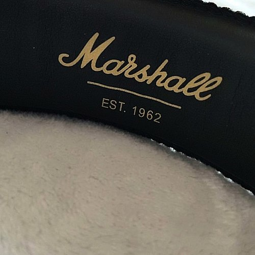 ბედნიერი მფლობელი ლეგენდარული ყურსასმენები Marshall