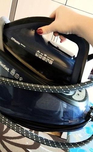 O gerador de vapor com um aquecedor de água Tefal Effectis Anti-calc GV6840E0