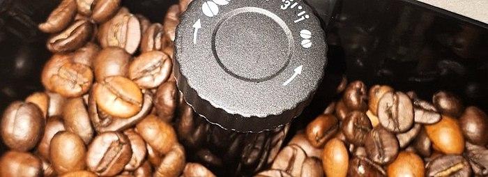 Akıllı bir makine. Daha ne yapmaya çalışıyor? Tabii ki içmek için lezzetli bir kahve.