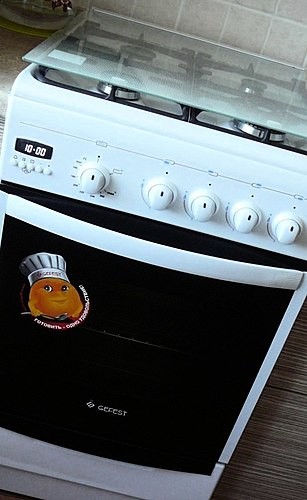 Delicious chicken, tasty barbecue, lush cakes and many other delicacies that you can cook on a gas stove Gefest. The pros and cons of this model.