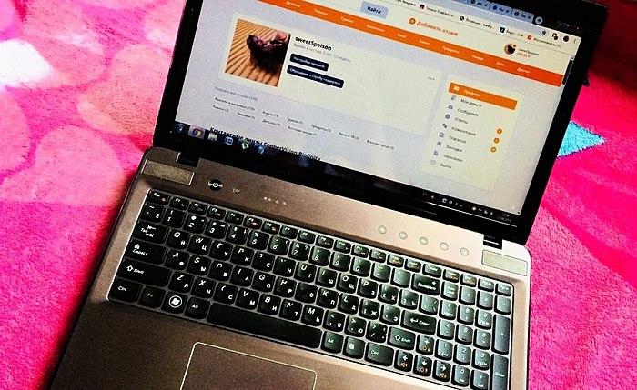 Laptop që me besnikëri i shërbyen tërë 8 vjet, ndihmoi për të marrë 3 e diplomës së arsimit të lartë dhe është ende në gjendje të shkëlqyer!