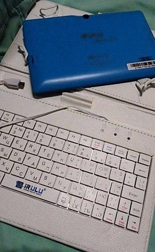 Tablet + capa + Teclado = tudo isso por um preço atraente 3200 rublos. Comprou um tablet para criança, eventualmente, o uso em si. Relação de preço e qualidade, atendeu todas as minhas expectativas. VÍDEO