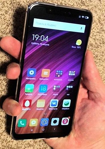 Saami 8 نقد و بررسی نقد و بررسی. مقایسه با آیفون: کدام بهتر است ؟ بهترین گوشی های هوشمند سال 2018 است.