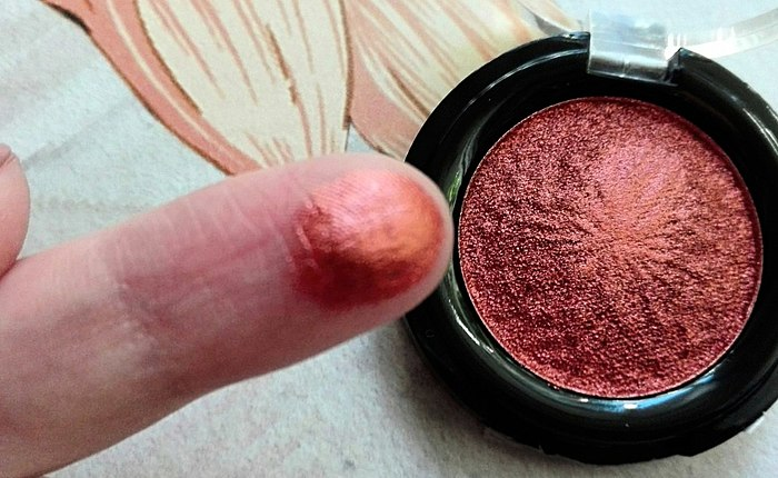 To a liquid foil does not hold, but I still love this one, including for the stunning shade of copper. Grey eyes it's just fire! [06 copper me]