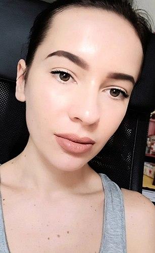 Matte Lippenstift vun Maybelline. Eppes sinnvolles oder anere Kram? Farbton 65 Seductress