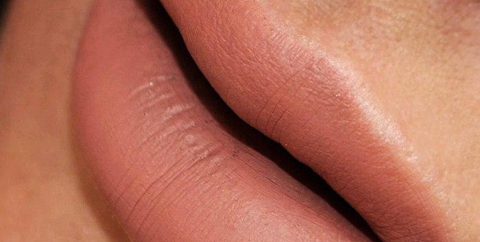 Volledig matte vloeibare lipstick die is uitgegroeid tot een legende van de NYX Professionele Make-up. Twee schone schaduw van Nude KANTEN DETAILS en het SATIJNEN LINT. Bijgewerkt review nieuwe lome schaduw - CASHMERE ZIJDE 🖤
