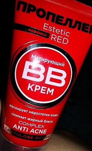 Un ulteriore per la cura della pelle acne. Opacizza bene. L'odore non è buono.