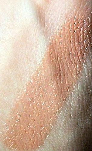 Sommeren bruke til å falle av! En gjennomgang på Catrice Lysende leppestift i skyggen #040 Pretty Little Valentine