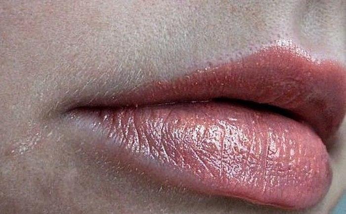 Im Sommer benutze, im Herbst - Verschiebe! Feedback auf den Lippenstift Catrice Luminous im Farbton #040 Pretty Little Valentine