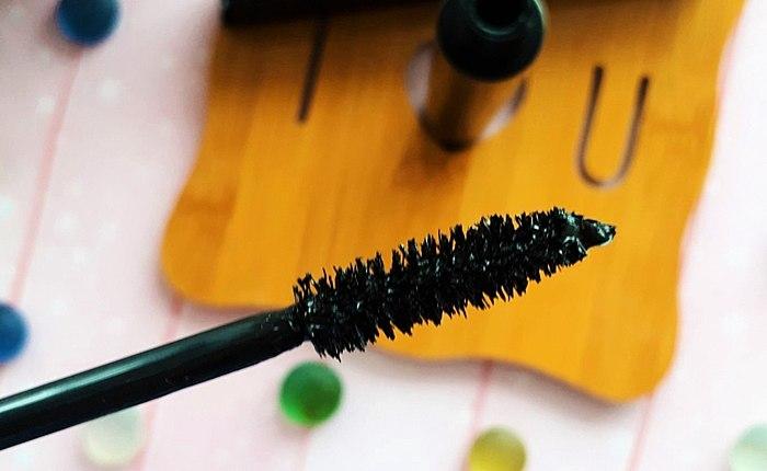 100% κάλυψη των κροσσών – αυτό το βουρτσάκι καθαρισμού βρει ακόμη και εκείνοι που δεν ήξερες! Εκφραστική, τακτοποιημένο, καμπύλες - Urban Decay Perversion Mascara ξέρει πώς να τα φτιάξεις!