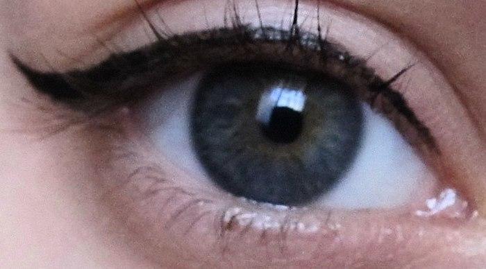 თავდაპირველად, ვიფიქრე, რომ არ ჩააგდე! მაგრამ მას შემდეგ, რაც რამდენიმე დღის ხარისხის თვალის ლაინერი უკეთესი იყო. მაგრამ შეიძინოს მე არ გირჩევთ! ფოტო ისრებით