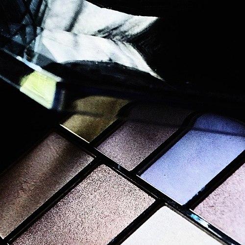一个巨大的调色板的阴影。 一些有点苛刻