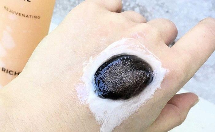 Maskara, ok, uzun süre kalıcı ruj - tüm önemli смыто yüz Hidrofilik yağı Riche bu hatırlama.
