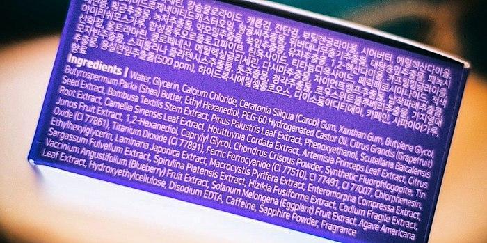 Efektive patchi e bukur blu-livando ngjyrë nga Korean markë Petitfee. Ndoshta më arna që kam pasur.