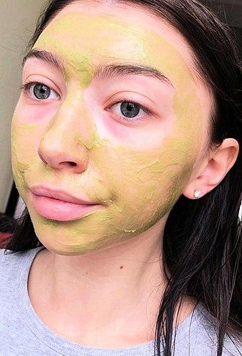Princezna Fiona z Shrek je ve skutečnosti (+foto před a po použití masky)