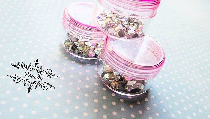 Casetta per il cristallo di rocca :-) E un sacco di applicazioni di questi piccoli vasetti.