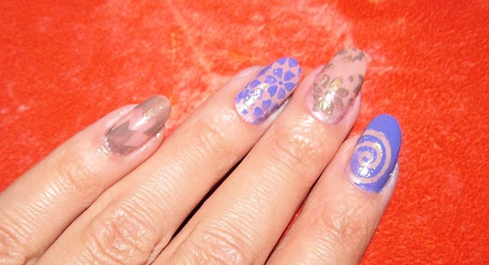 Stencils, which can easily help to diversify your manicure! But not all stencils are equally good.
