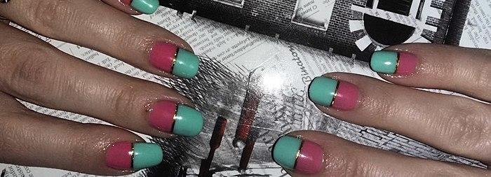 Auto-adesivas, fitas - uma ótima maneira de diversificar a manicure! Contarei como cola, de modo que não se afastaram=)