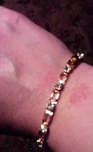 Un normale braccialetto, ma sembra oro, ma ancora così a buon mercato