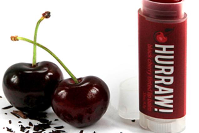 Balzám na rty Hurraw! Tinted Lip, Black Cherry Recenze
