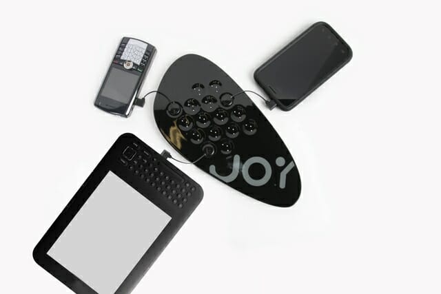 joy-factory-zip-touch-n-go-multi-devices-charging-station_slideshow_main