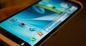 Samsung представит смартфон с гибким дисплеем