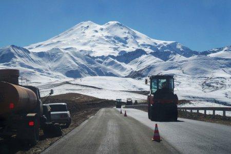 Дорожники Кавказа отремонтировали дорогу к Эльбрусу