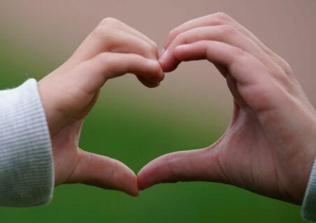 To hender - ett hjerte.