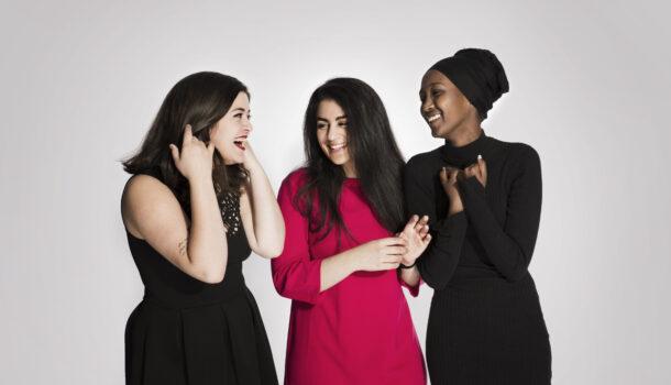 Nancy Herz, Sofia Nesrine Srour og Amina Bile (bildet)representerer bevegelsen som kalles De skamløse jentene. De får Brosteinprisen 2017 for sitt arbeid.