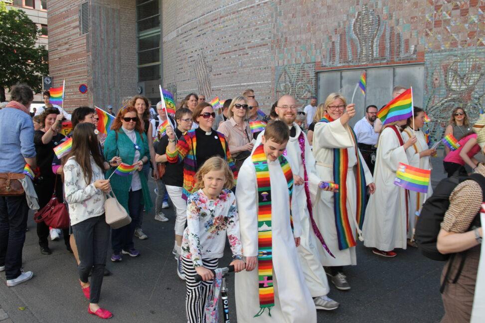 Kirkens Bymisjon er med og feirer Pride i Oslo
