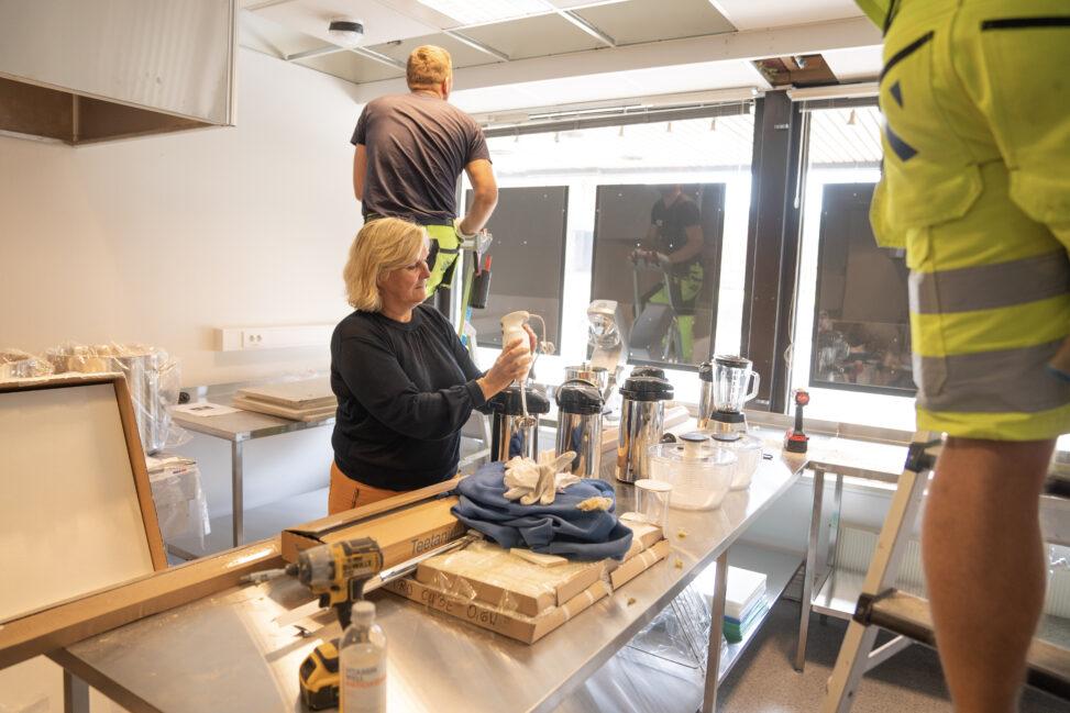 Signe Tynning forbereder åpning av Kirkens Bymisjons nye kafe