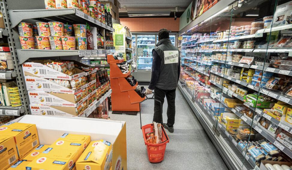 Hemal i butikken på oppdrag som handlehjelp