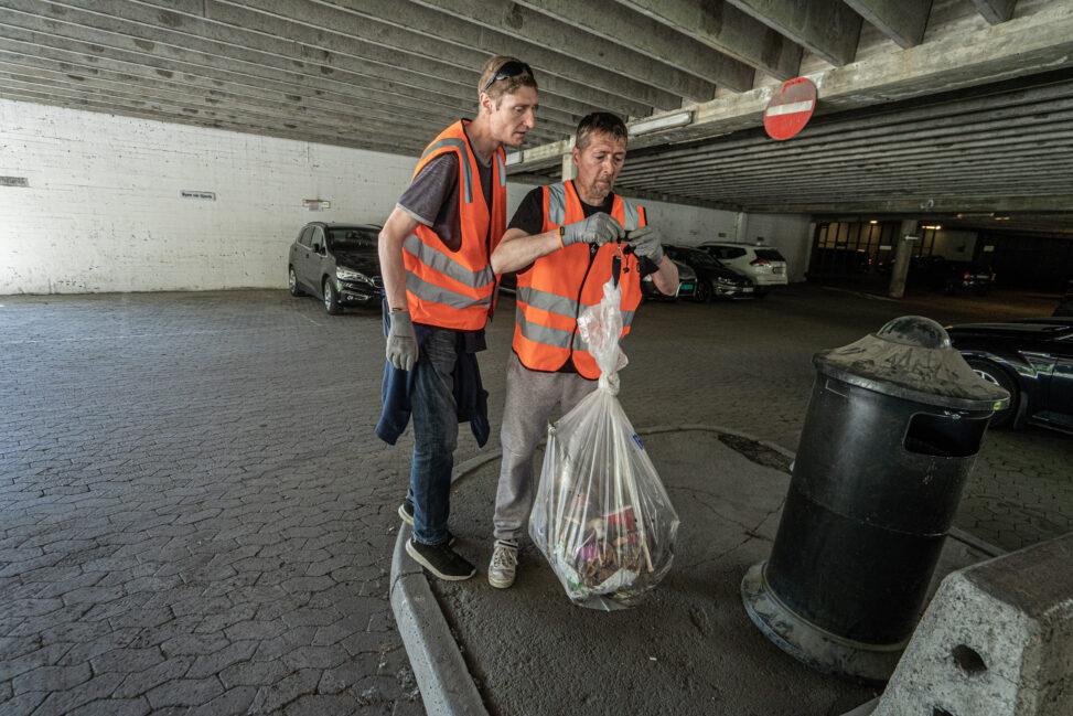 Veiing av søppel etter gaterydding