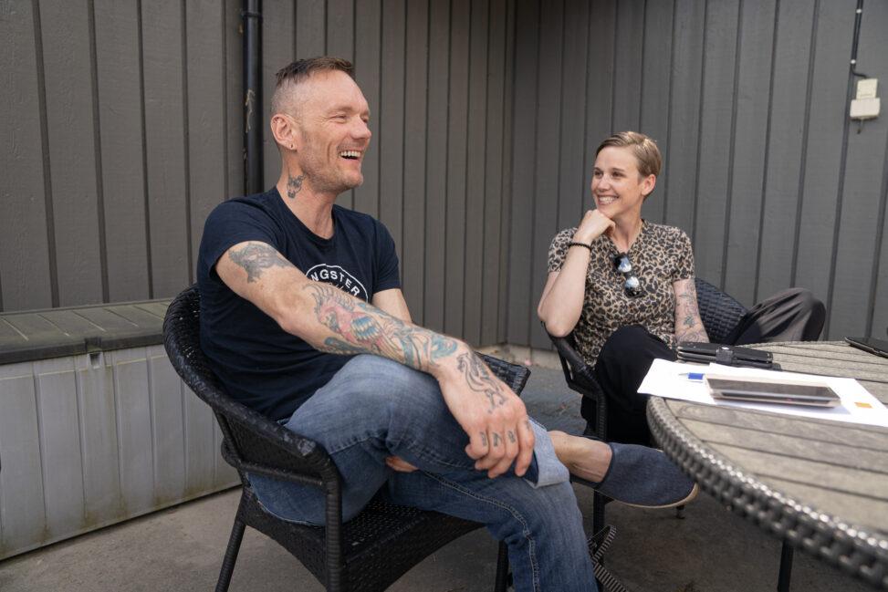 Richard med miljøterapeut Marie på Origosenteret