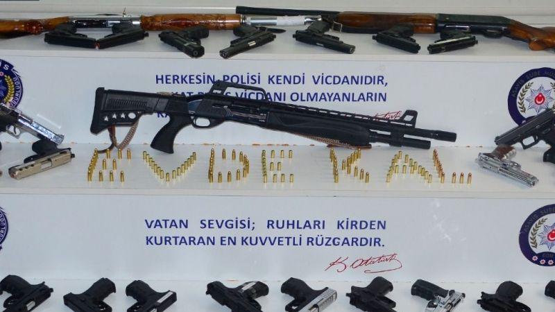 Silahlı kutlama yapan 25 kişi yakalandı
