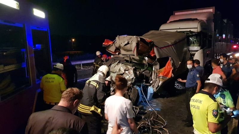 TEM'de 4 araç birbirine girdi: 1 ölü, 2 yaralı