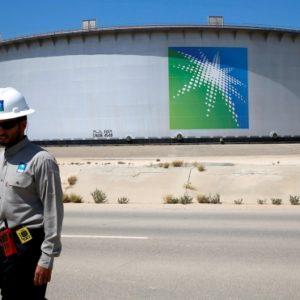 В Эр-Рияде назвали спекуляцией сообщения об отмене IPO нефтяного гиганта