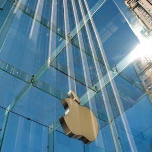 Apple стала самой дорогой компанией мира с капитализацией свыше $1 трлн
