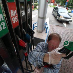 Дворкович объяснил рост цен на бензин «пересменкой в правительстве»