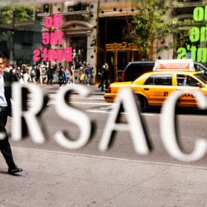 СМИ узнали о продаже модного дома Versace