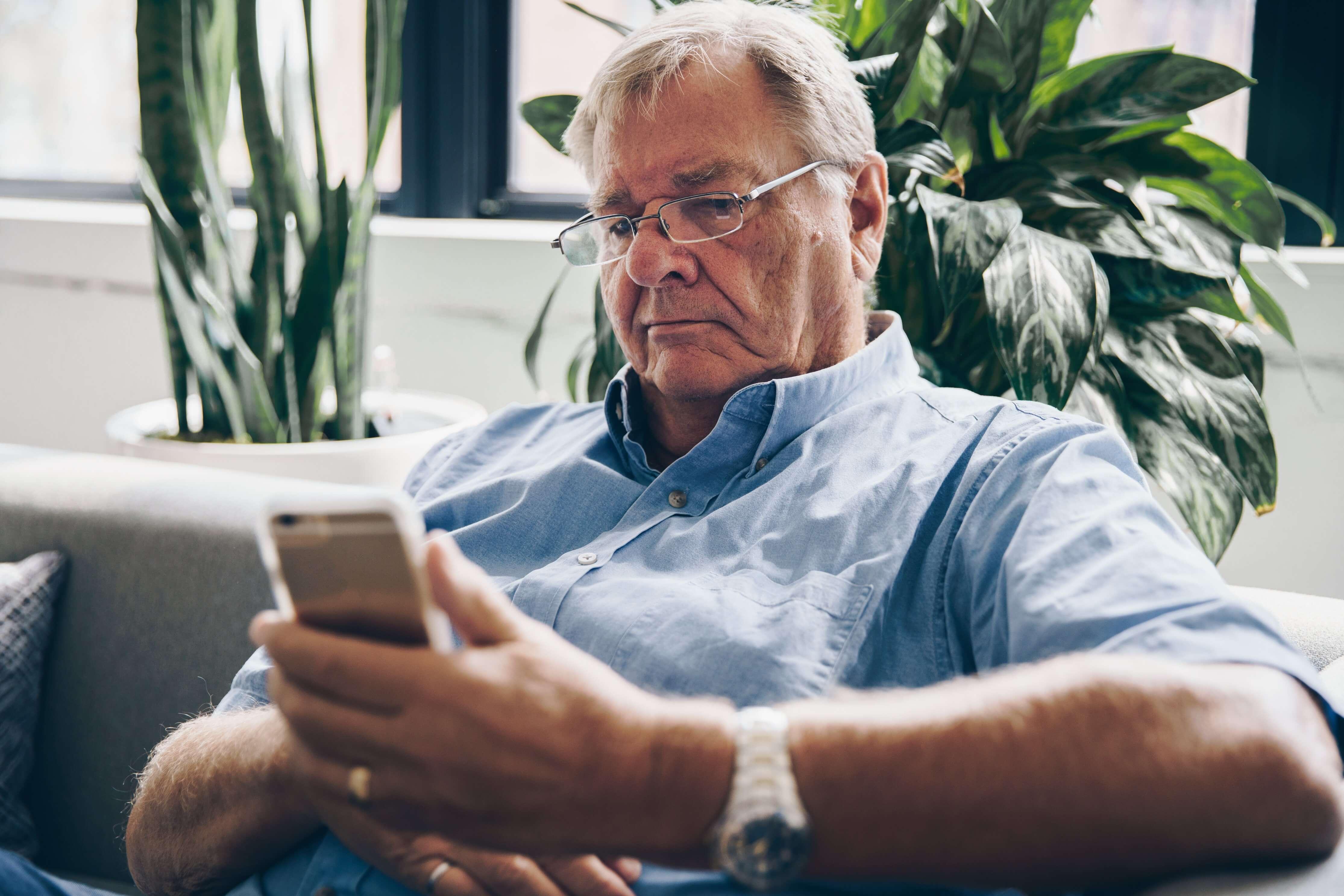 senior-using-cell-phone