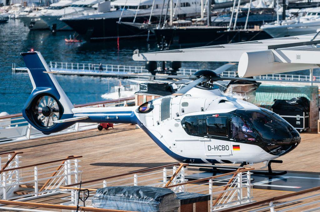 Совладелец Belgravia Yachts Виктор Мартынов: вертолеты позволяют увеличить количество возможных сценариев использования суперъяхты