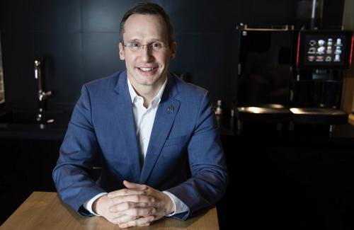 Генеральный директор Макдоналдс в России Марк Карена принимает участие в благотворительном аукционе Meet for charity