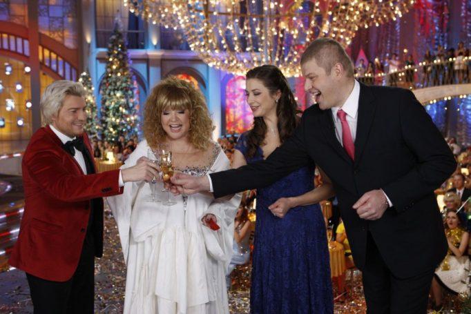 Московский Новый год под знаком уральских пельменей или Что смотреть по ТВ
