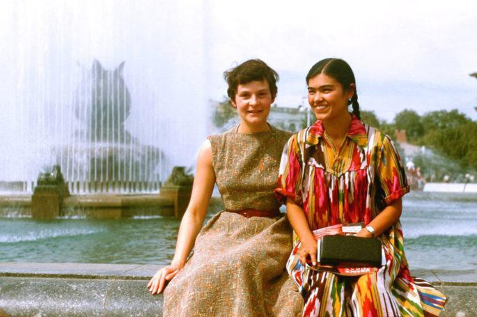 Модный тренд – в Новый год в узбекском халате?