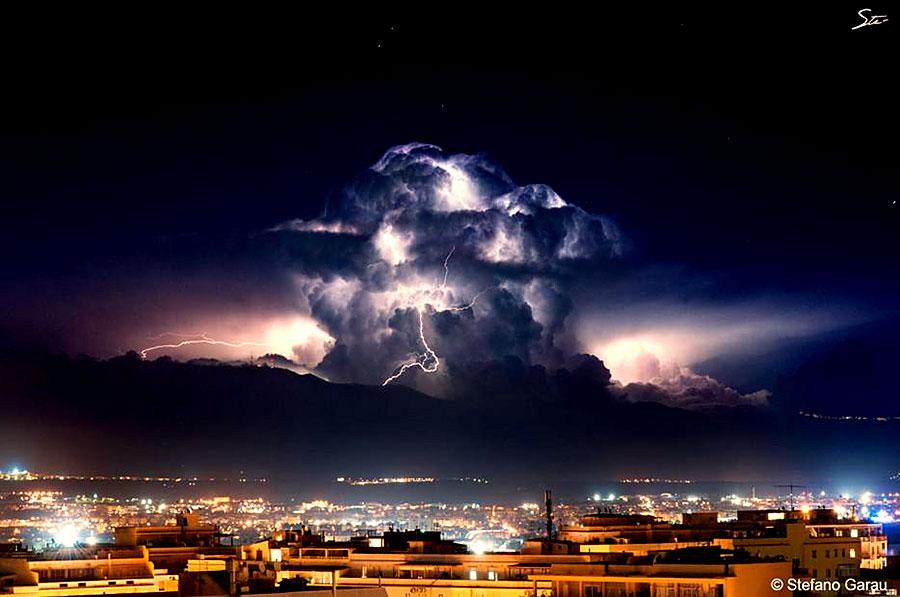 16 невероятных фото атмосферных явлений