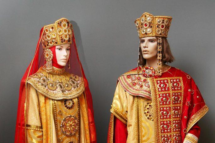Выставка Евгении Еловиковой – Сценический костюм из коллекции Театра Мистерий
