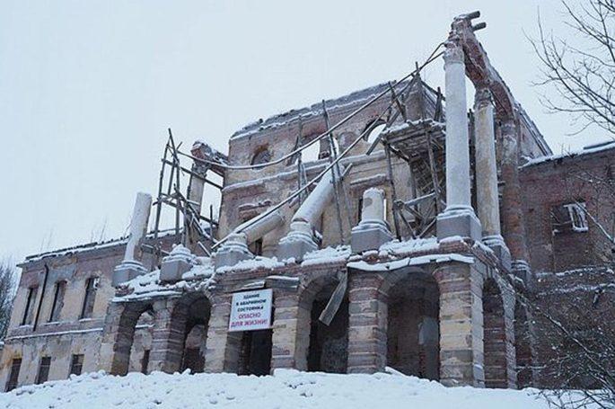 """Музей """"Петергоф"""" просит деньги в связи с обрушением дворца в Ропше"""