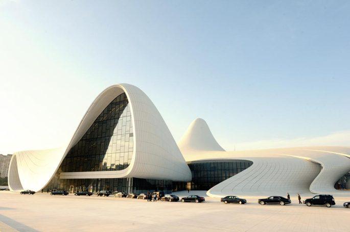 СМИ: Советуют туристам посетить столицу Азербайджана в 2015 году
